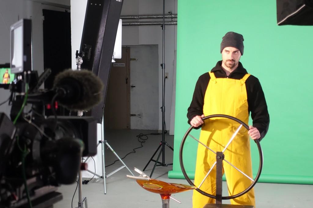 Dreharbeiten für Werbespot vor Greenscreen