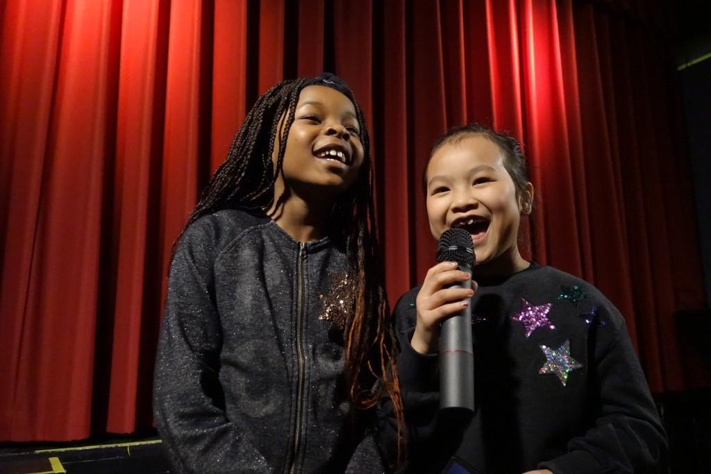 Moderierten begeistert: Edmara und Christina (rechts)