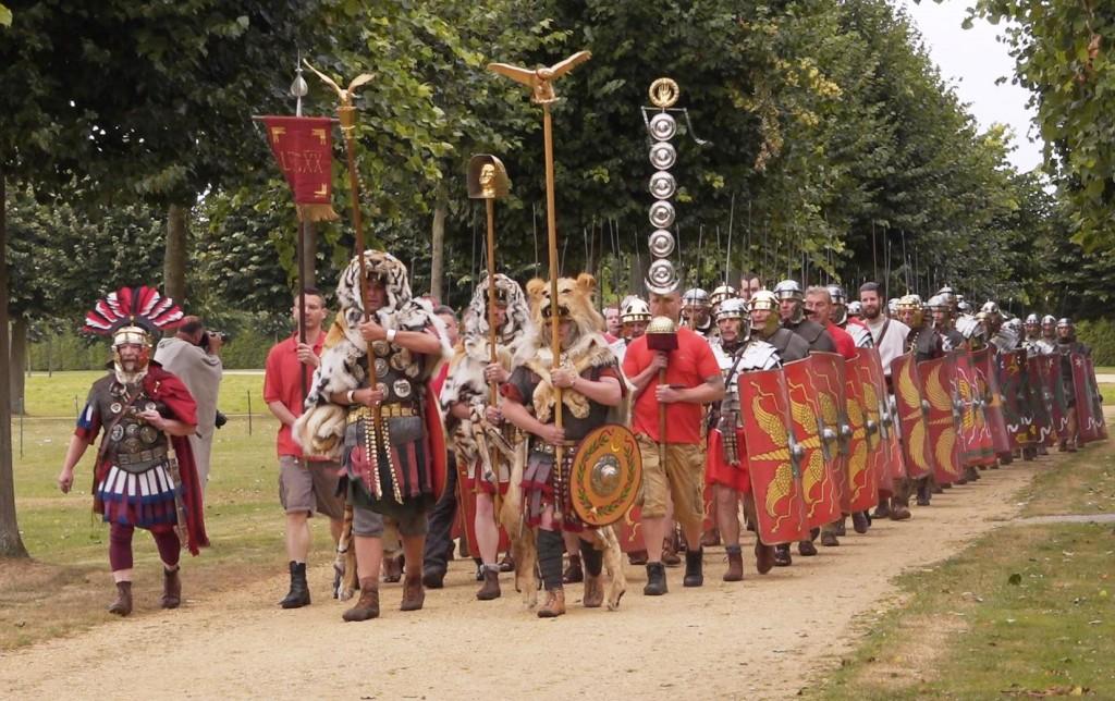 Römische Soldaten marschieren (2)