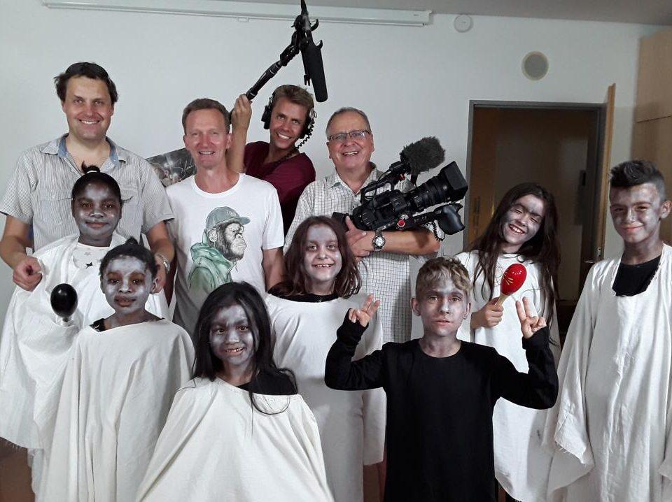 Gruppenfoto Gespenster mit Kamerateam (Dreharbeiten für Kurzfilm)