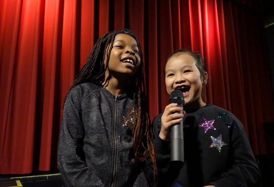 """Kindermoderatorinnen bei der Premiere des Kinderspielfilms """"Die Gespensterclique"""""""