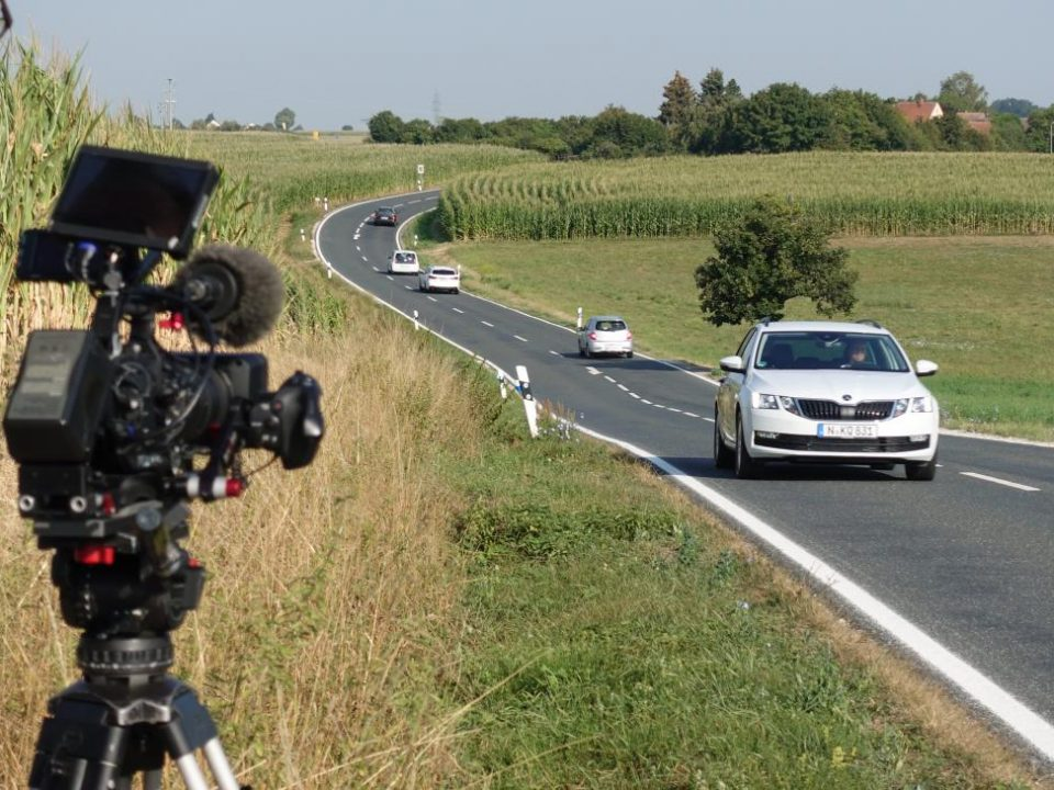 Dreharbeiten auf Landstraße für Küchen-Quelle Produktvideo