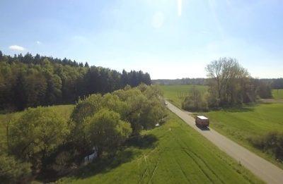 Drohnenaufnahme LKW auf Landstraße (Standbild aus Imagefilm)