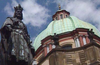 Statue von Kaiser Karl IV in Prag (Standbild aus TV-Dokumentation)