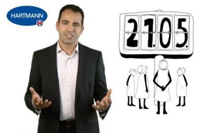 Moderator neben gezeichnetem Bild (Standbild aus Erklärvideo)